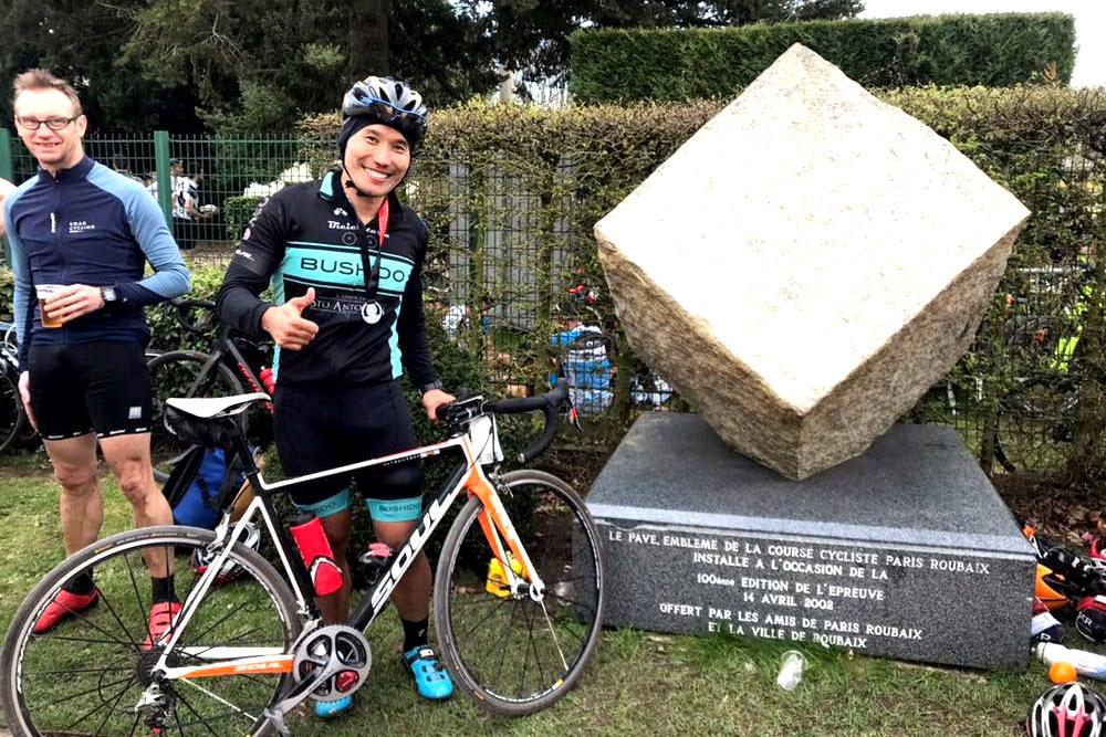 Frio, lodo, dor e chegada triunfal: a experiência de Fábio Miyake no Paris-Roubaix