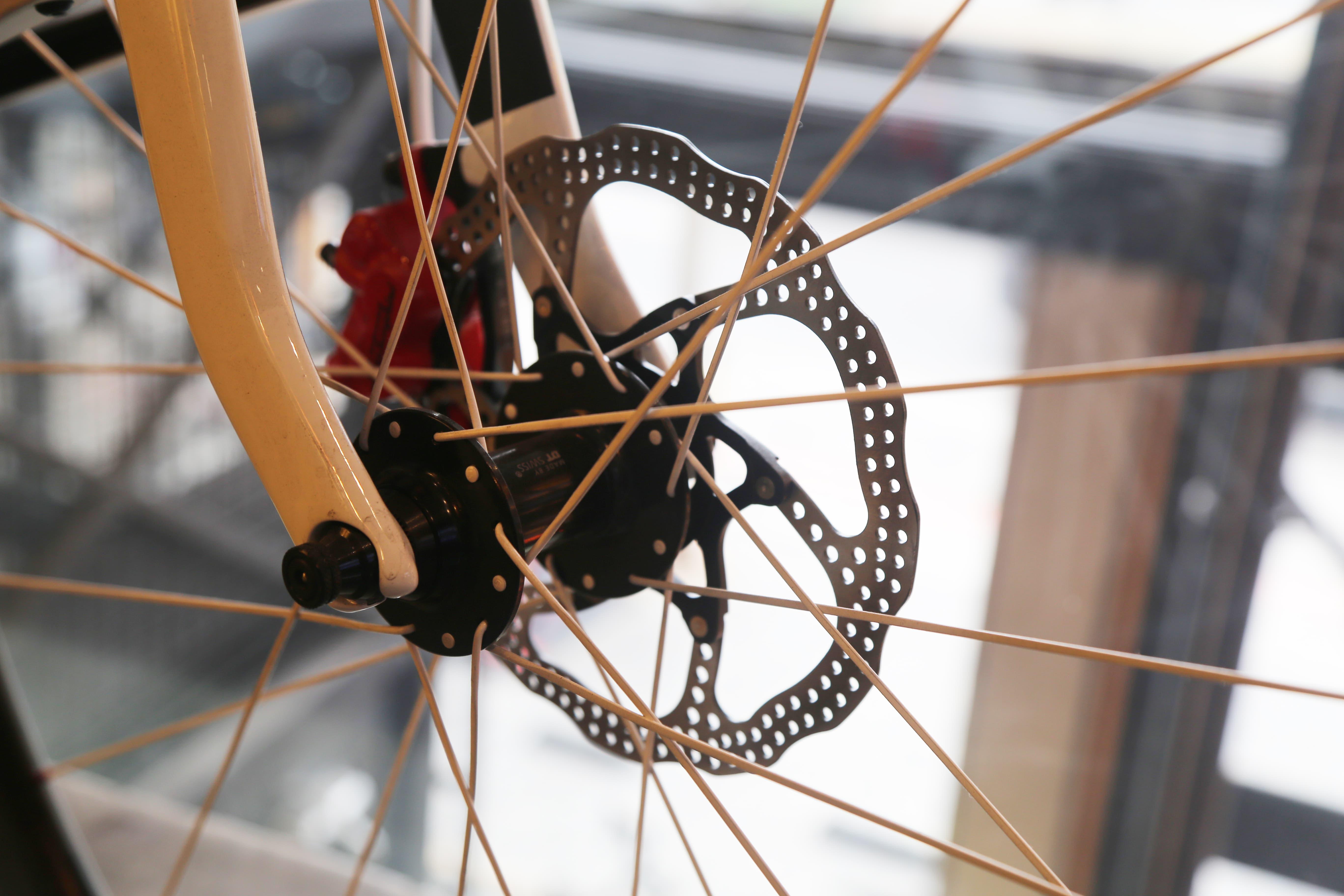 Freio a disco em uma bicicleta de nossa loja
