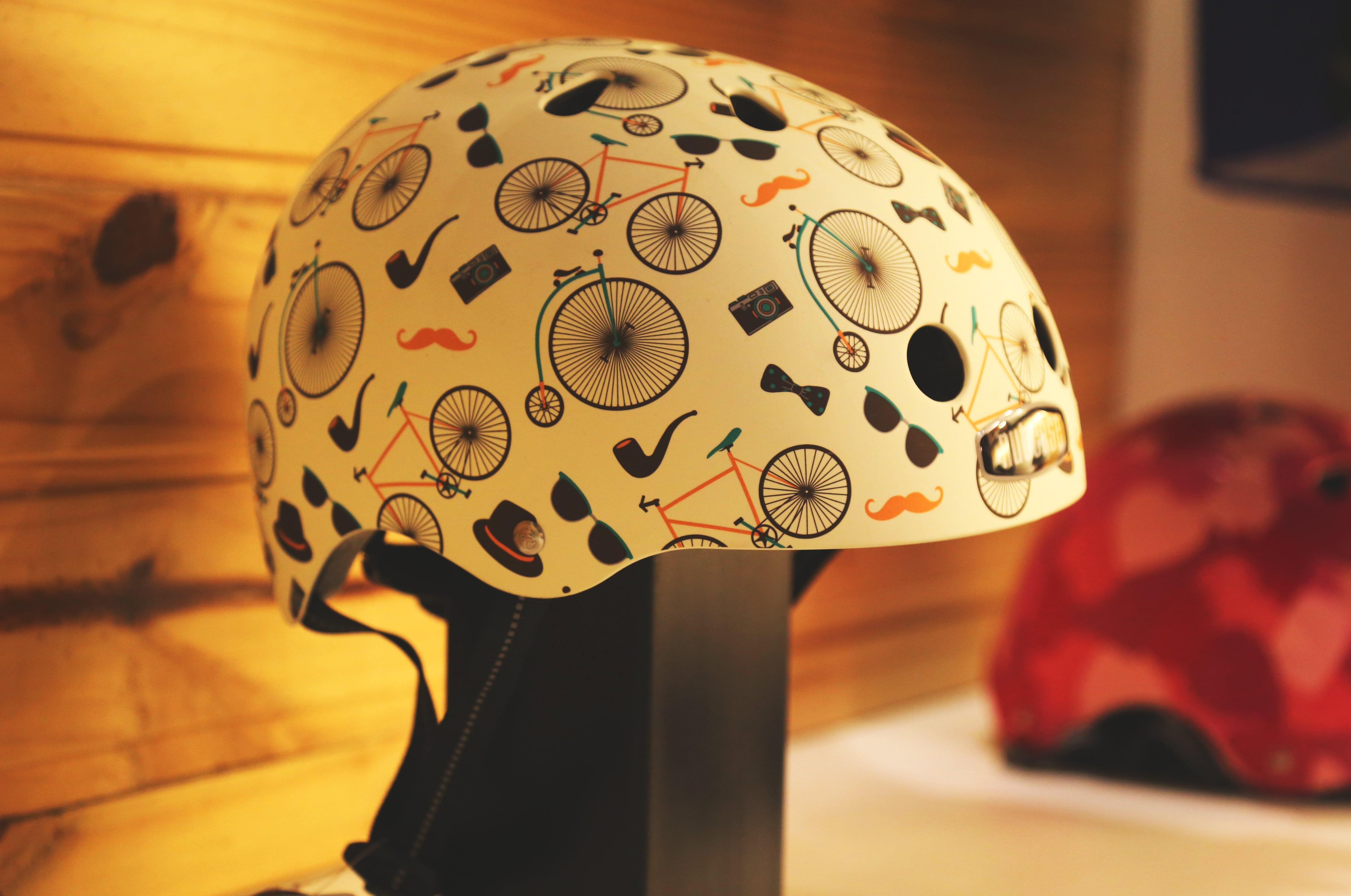 Capacete exposto na loja Bicicletaria Faria Lima