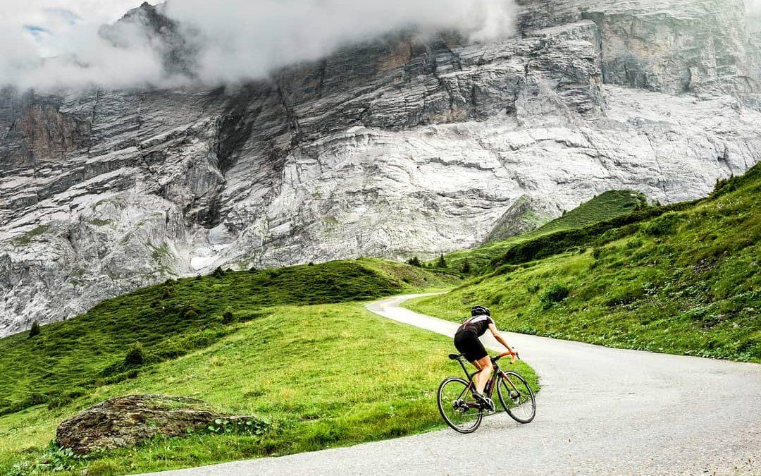 Pedalar em subida: como superar as ladeiras mais íngremes